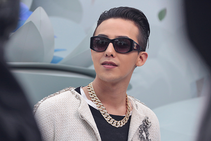 G-Dragon - Chanel Fashion Show - 27jan2015 - Chanel Site - 02.jpg