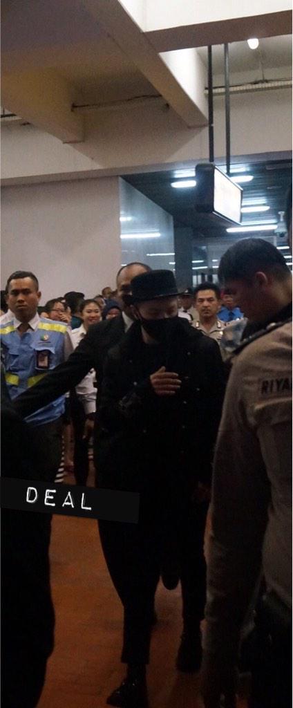 Tae Yang - Jakarta Airport - 13feb2015 - heydillaaa - 01.jpg