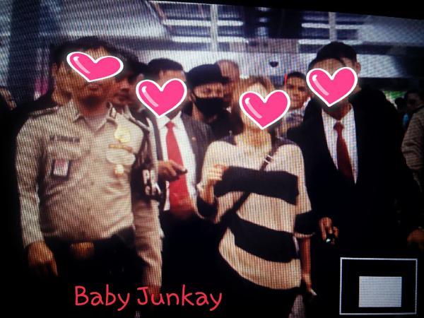 Taeyang Arrival Jakarta 2015-02-13 by Baby_JunKay.jpg