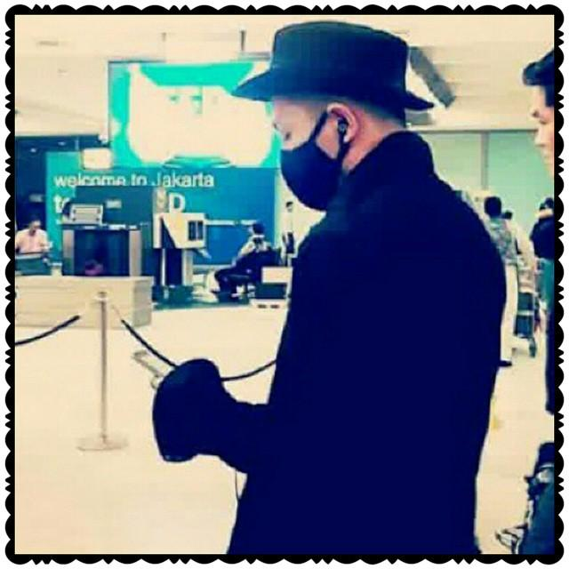 Taeyang Arrival Jakarta 2015-02-13 by belagu 02.jpg