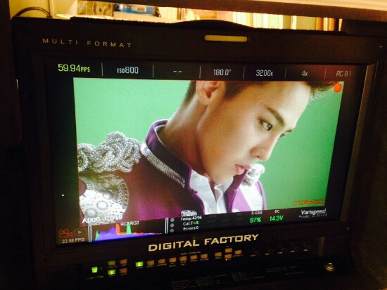 G-Dragon - Tower of Saviors - 2014 - BTS - 10.jpg