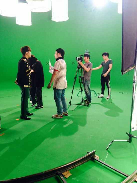 Seung Ri - Tower of Saviors - 2014 - BTS - 03.jpg
