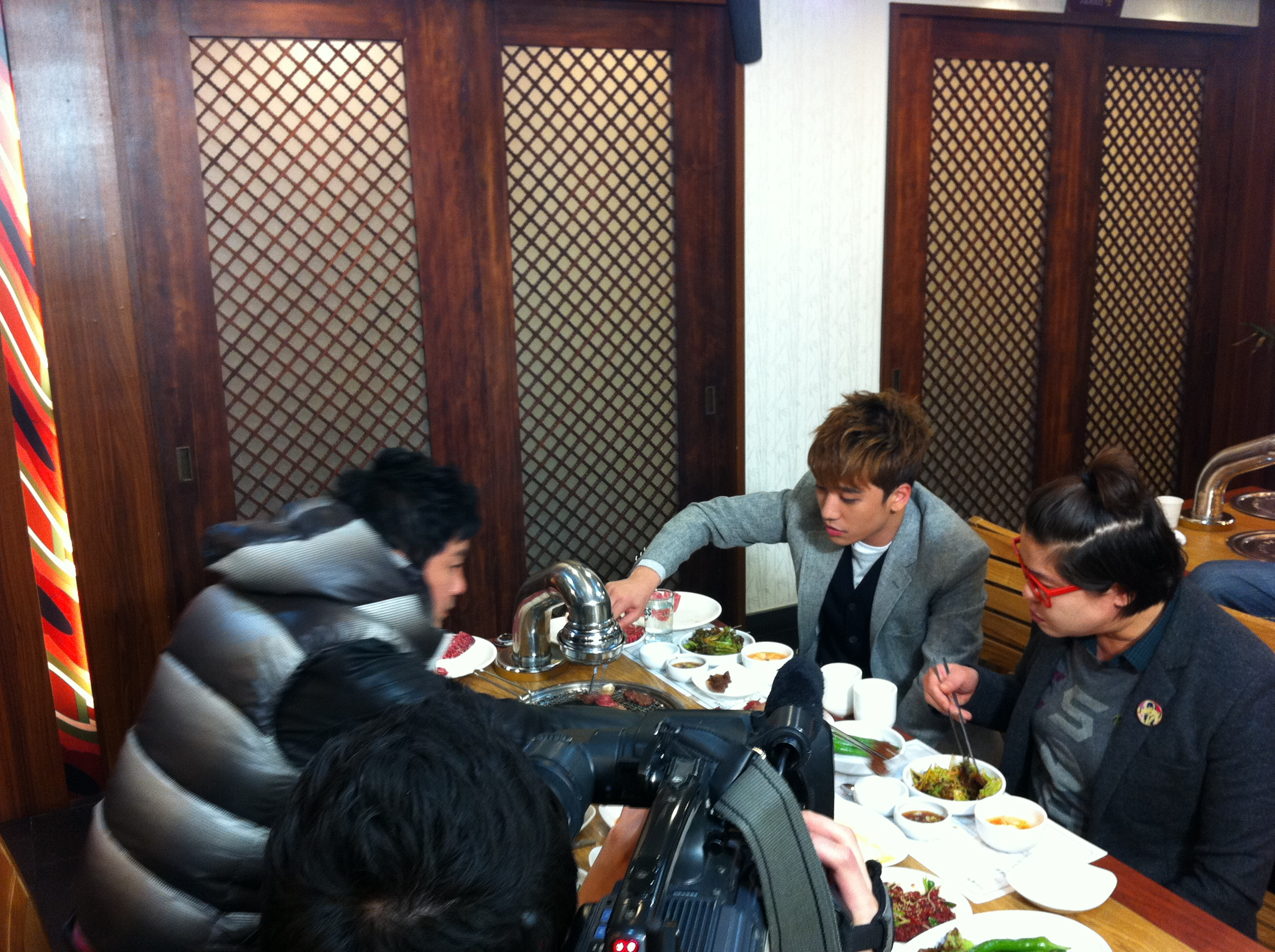 Seung Ri - tvN Taxi - Yeongcheon Younghwa Restaurant - 06feb2011 - 05.jpg