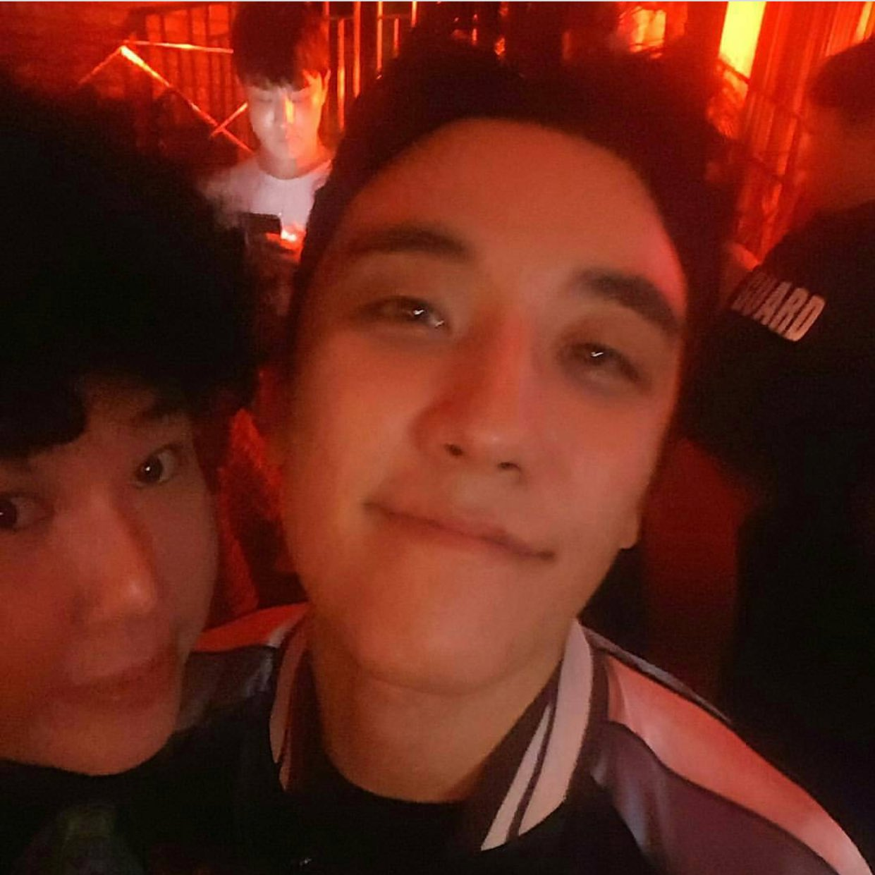 Seungri at Monkey Museum 2017-05-2021 (1)