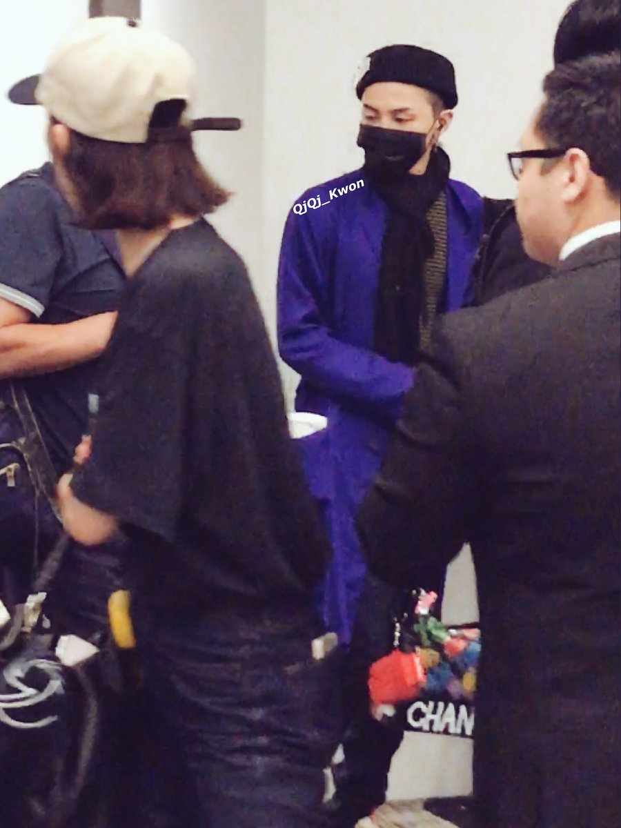 G-Dragon arrival in Singapore from Seoul 2017-06-23 (3)