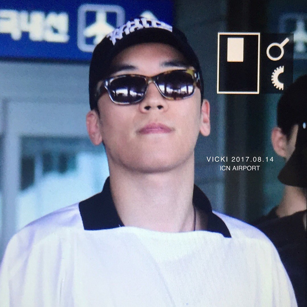 Seungri Arrival from Bali 2017-08-14 (9)