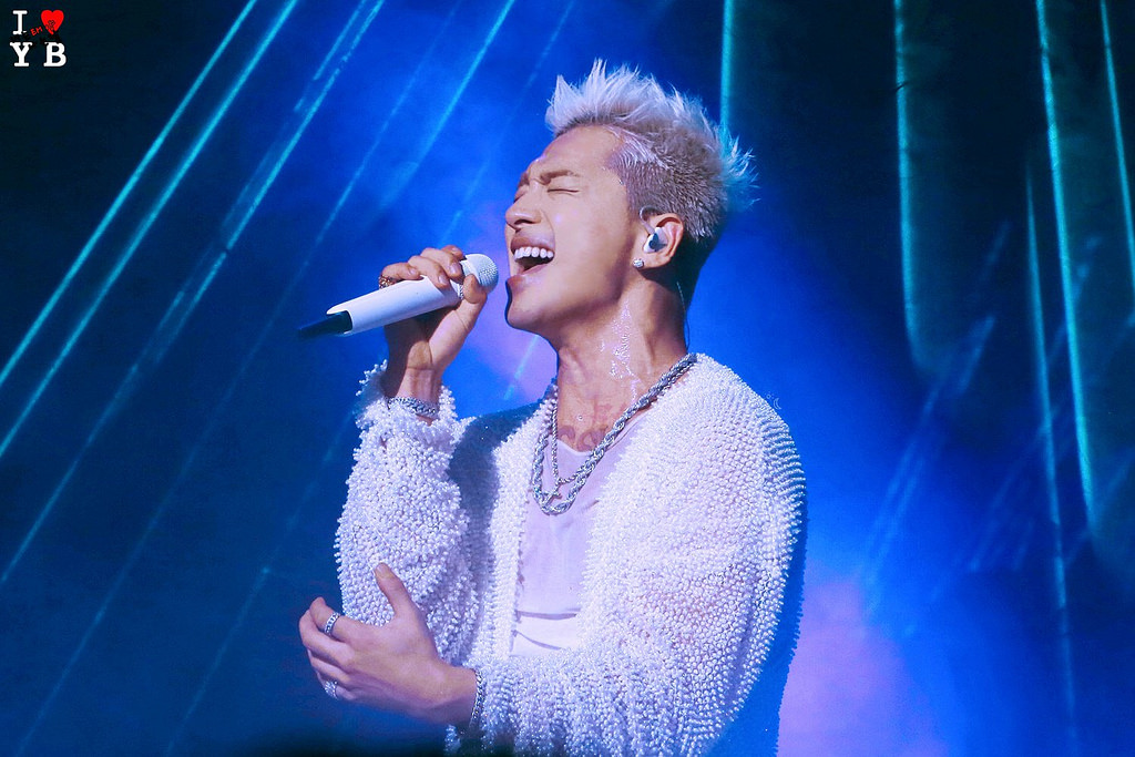 Taeyang WHITE NIGHT in Vancouver Day 2 2017-09-15 (1)