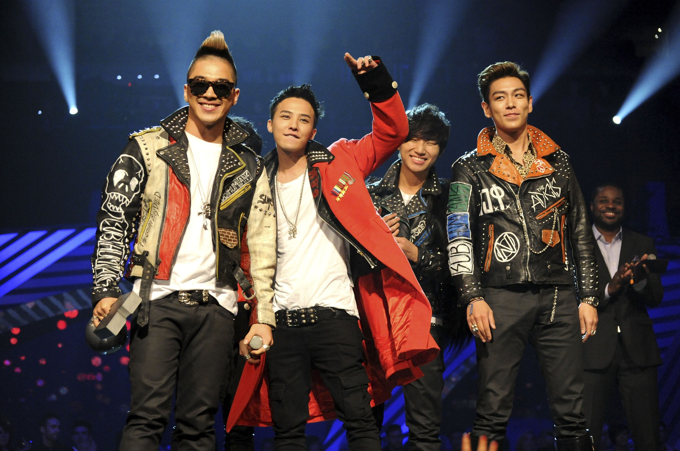 G-Dragon, Taeyang, T.O.P and Daesung of Korean band Bigbang receive the Best Worldwide Award during the MTV Europe Music Awards 2011 live show at at the Odyssey Arena on November 6, 2011 in Belfast, Northern Ireland.