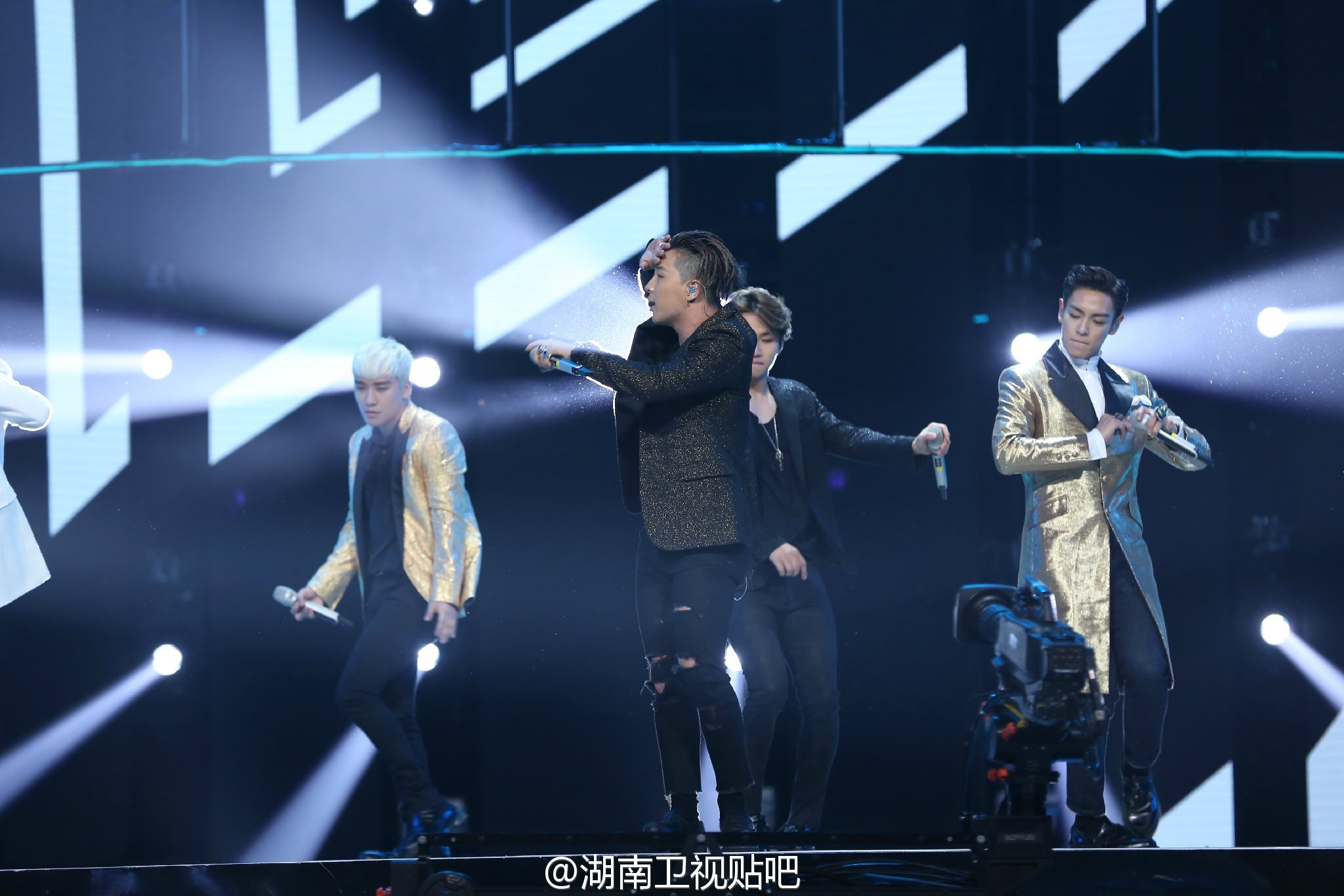 BIGBANG_Hunan_TV_2015-12-31_by_湖南卫视贴吧__4.jpg