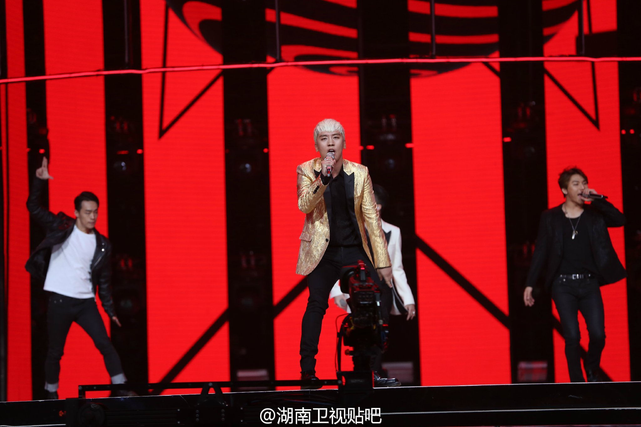 BIGBANG_Hunan_TV_2015-12-31_by_湖南卫视贴吧__8.jpg