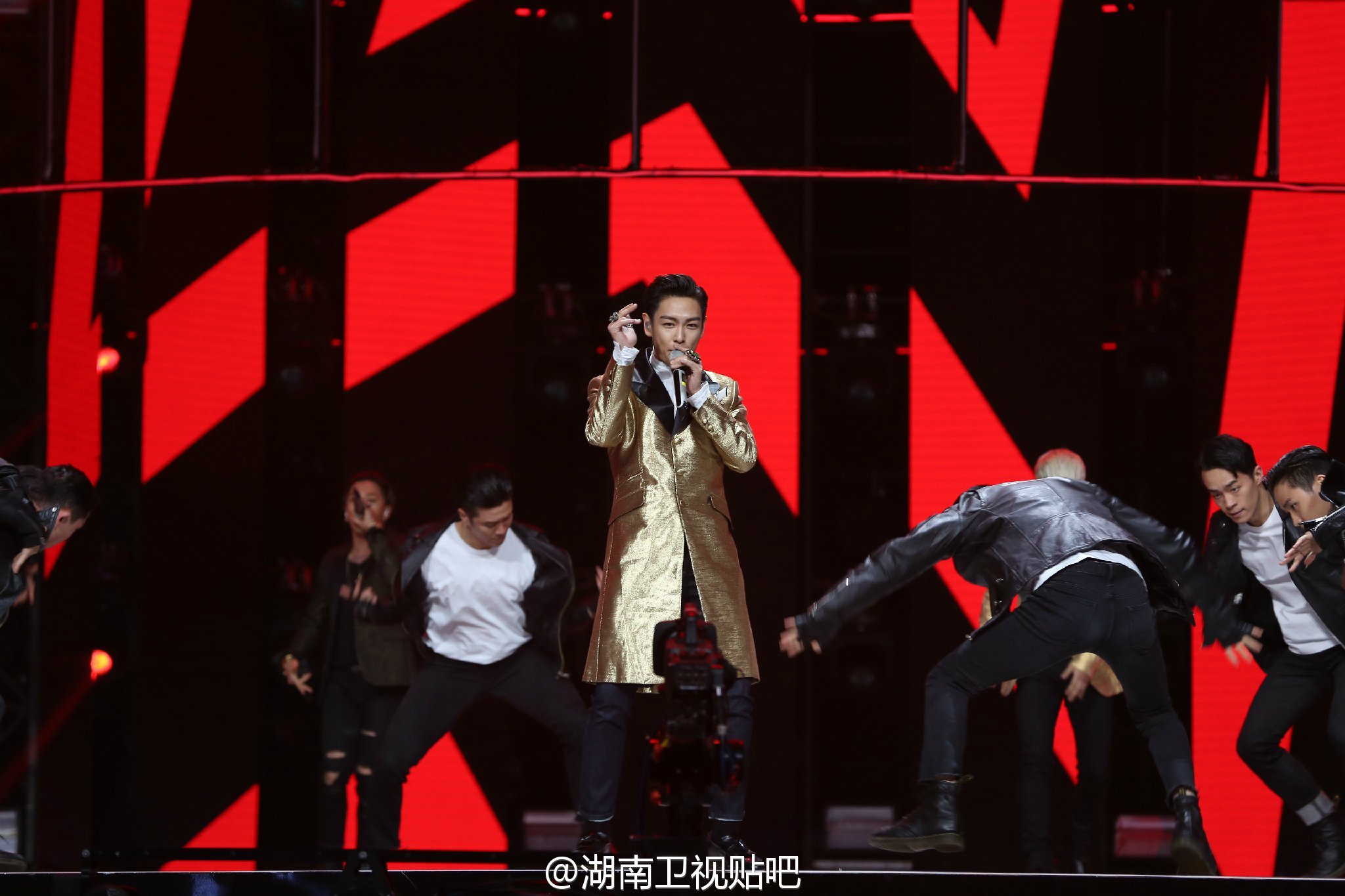 BIGBANG_Hunan_TV_2015-12-31_by_湖南卫视贴吧__9.jpg