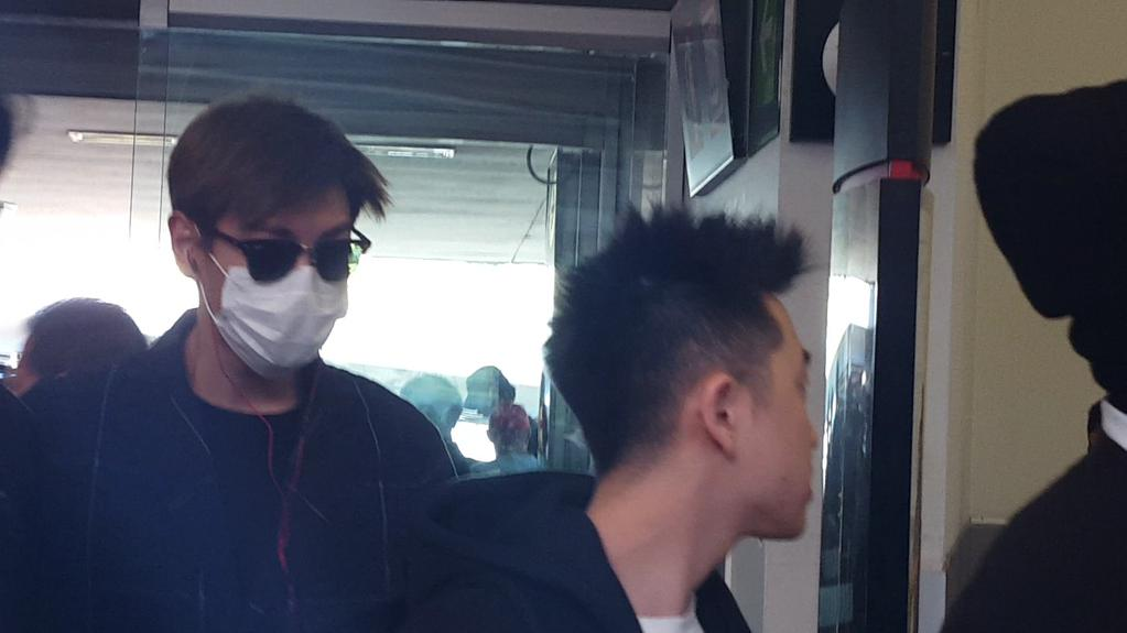 Big_Bang_-_Mexico_Airport_-_08oct2015_-_sheylannosaurus_-_03.jpg