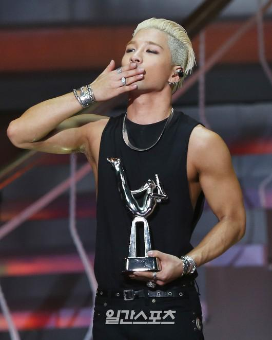 Taeyang-GoldenDisc-Awards-mainshow-20150114-2-1.jpg