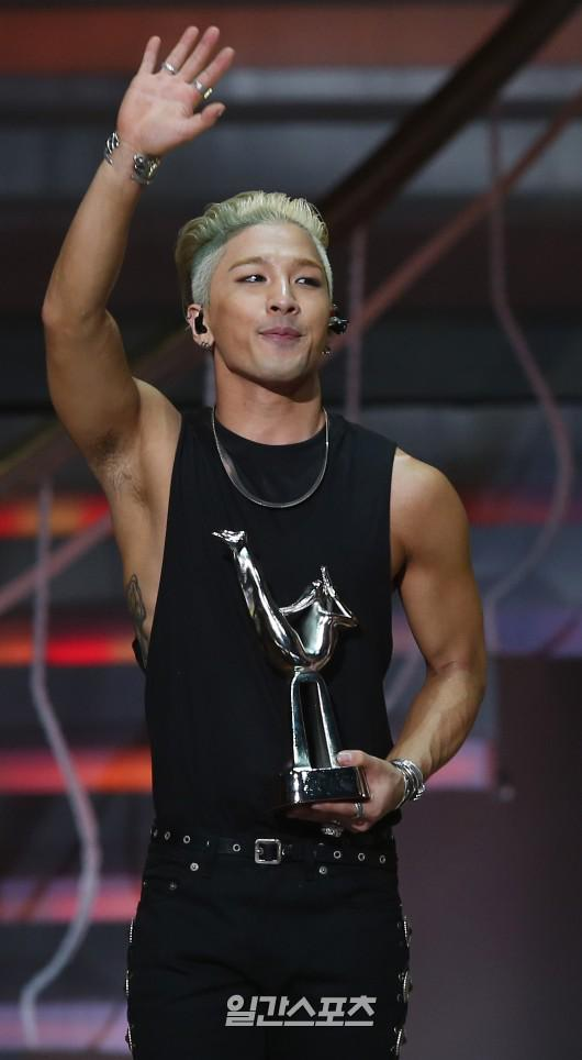 Taeyang-GoldenDisc-Awards-mainshow-20150114-2-2.jpg