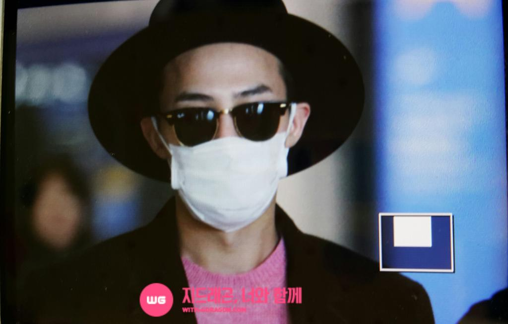 G-Dragon - Incheon Airport - 28jan2015 - With G-Dragon - 01.jpg