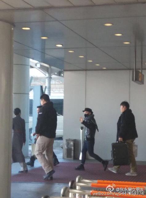 Taeyang arrival beijing airport 2015-01-31 - 1.jpg