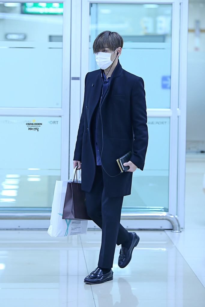 TOP Gimpo Airport 2015-03-01 HQ AvrilGDTOP 001.jpg