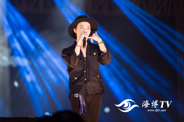 G-Dragon - V.I.P GATHERING in Fuzhou - 28mar2015 - FJTV - 02.jpg