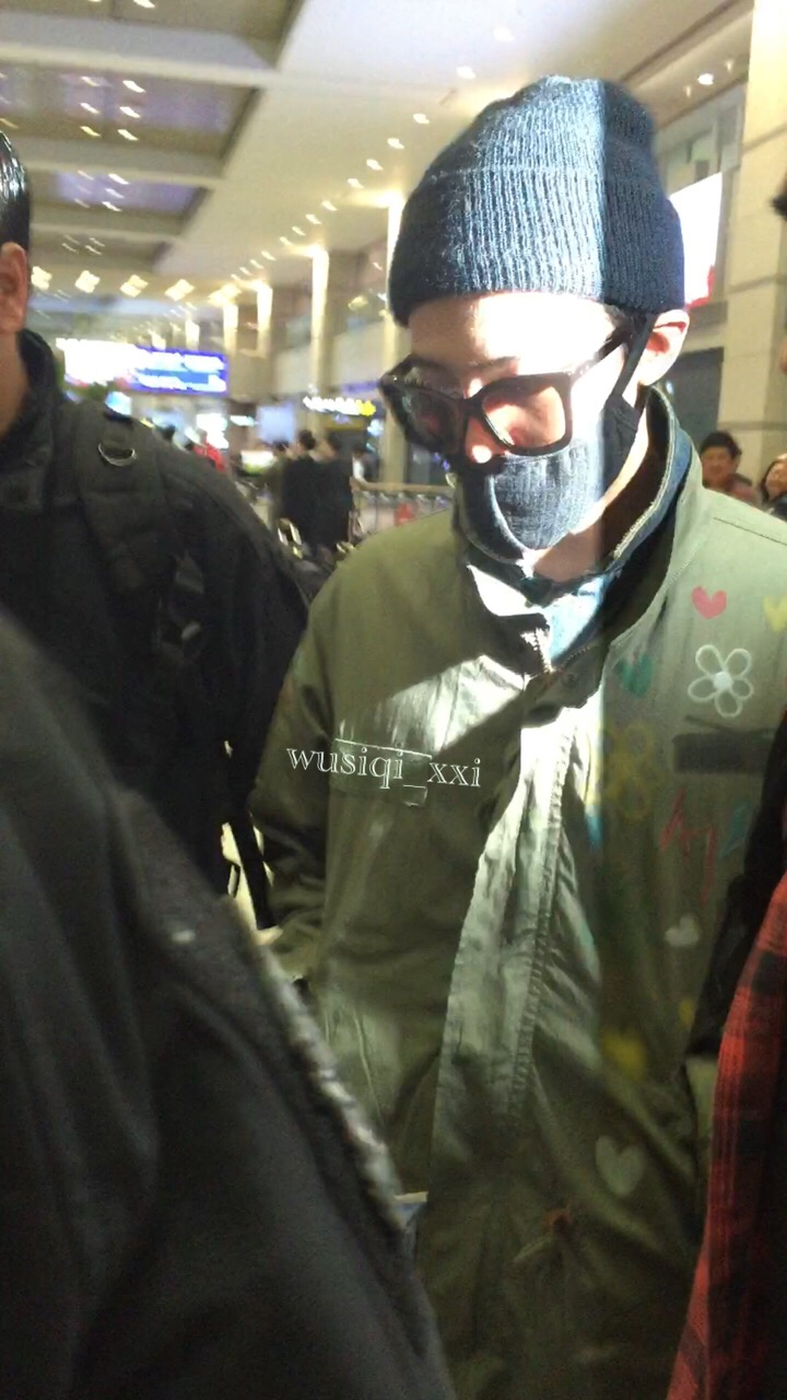 Big Bang - Shanghai Airport - 29mar2015 - G-Dragon - Wusiqi__xxi - 02.jpg
