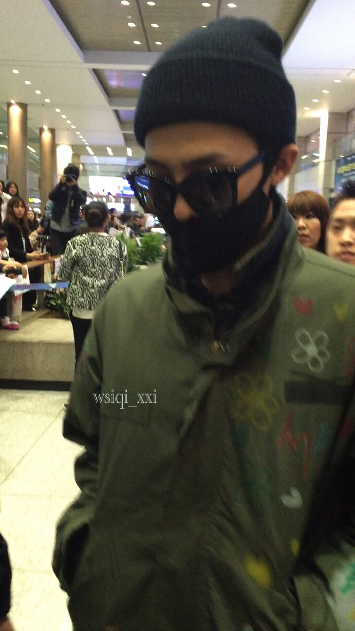 Big Bang - Shanghai Airport - 29mar2015 - G-Dragon - Wusiqi__xxi - 03.jpg