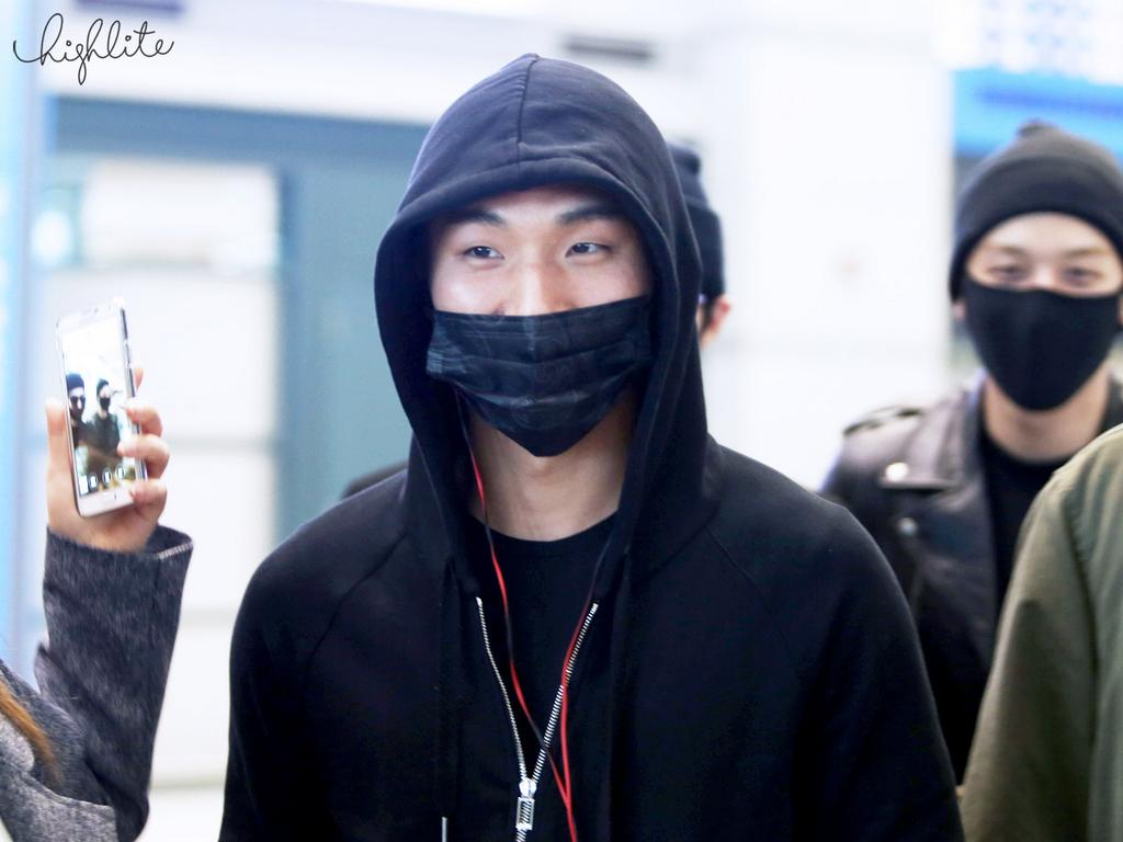 Big Bang - Incheon Airport - 10apr2015 - Dae Sung - High Lite - 04.jpg