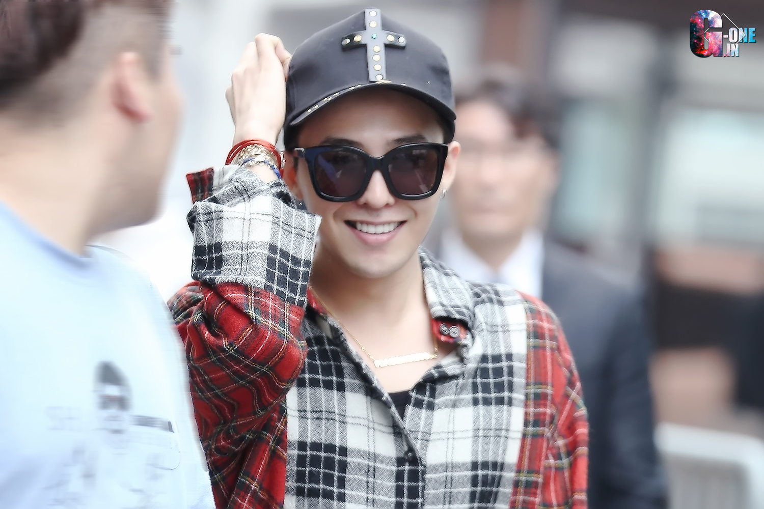 G-Dragon KBS Music Bank HQ 2015-05-15 01.jpg