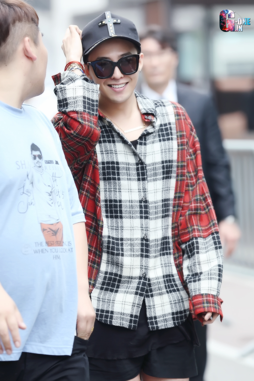 G-Dragon KBS Music Bank HQ 2015-05-15 02.jpg