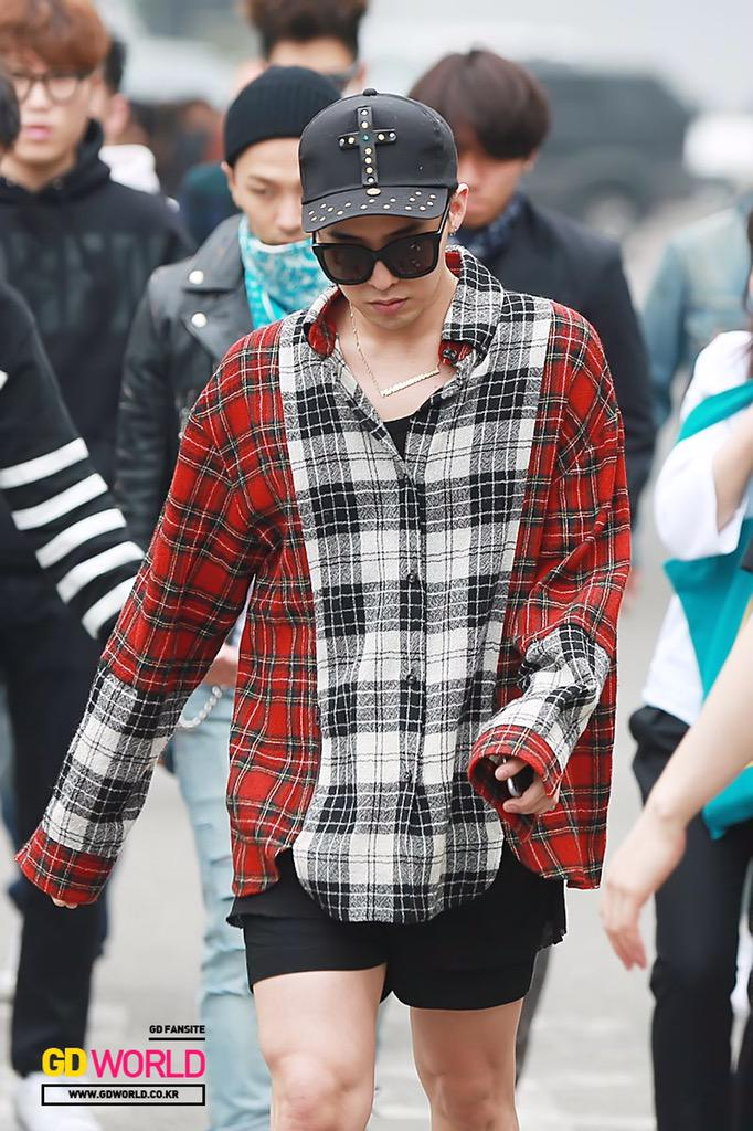 G-Dragon KBS Music Bank HQ 2015-05-15 03.jpg