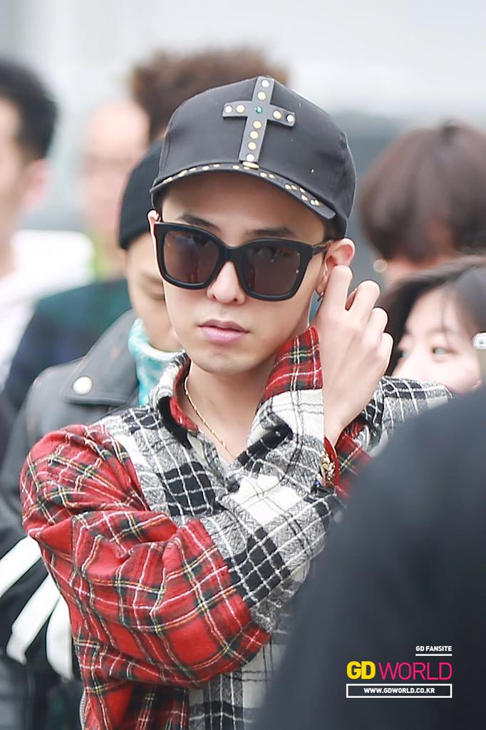 G-Dragon KBS Music Bank HQ 2015-05-15 04.jpg