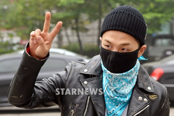 Taeyang BIGBANG KBS Music Bank arrival 2015-05-15 PRESS003.jpg