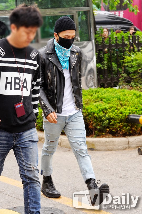 Taeyang BIGBANG KBS Music Bank arrival 2015-05-15 PRESS013.jpg