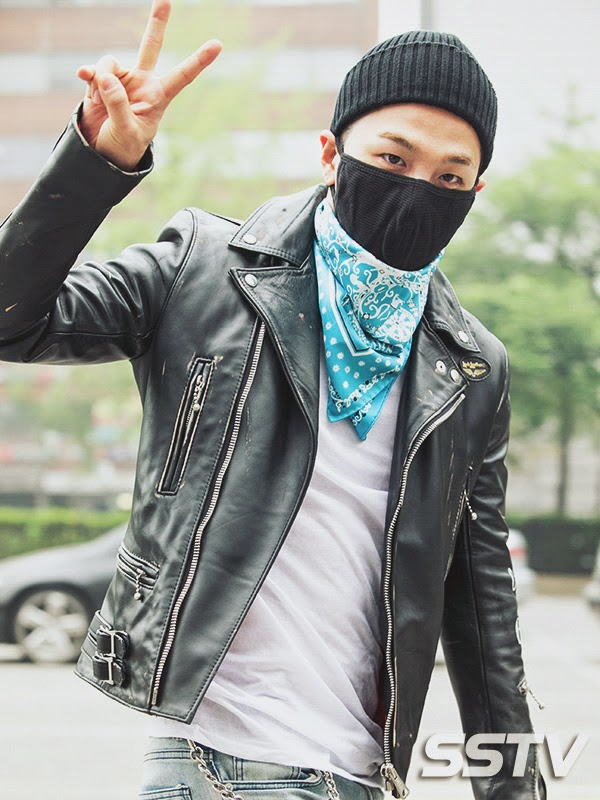 Taeyang BIGBANG KBS Music Bank arrival 2015-05-15 PRESS018.jpg