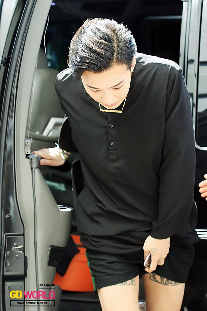 GDWorld KBS Happy Together arrival HQ 2015-05-16 01.jpg