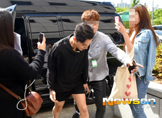 BIGBANG KBS Happy TogetherArrival PRESS 2015-05-16 01.jpg