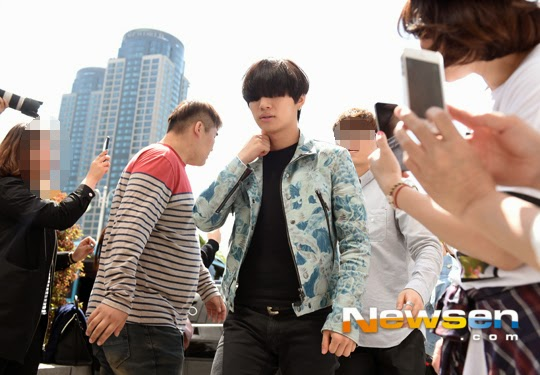 BIGBANG KBS Happy TogetherArrival PRESS 2015-05-16 11.jpg