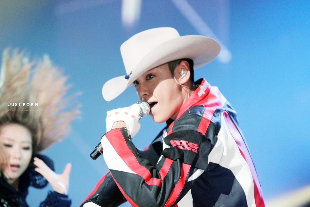 BIGBANG KBS Sketchbook main performance HQs 002.jpg