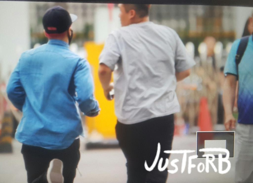 BIGBANG KBS Sketchbook - leaving after rehearsals 2015-06-02 002.jpg
