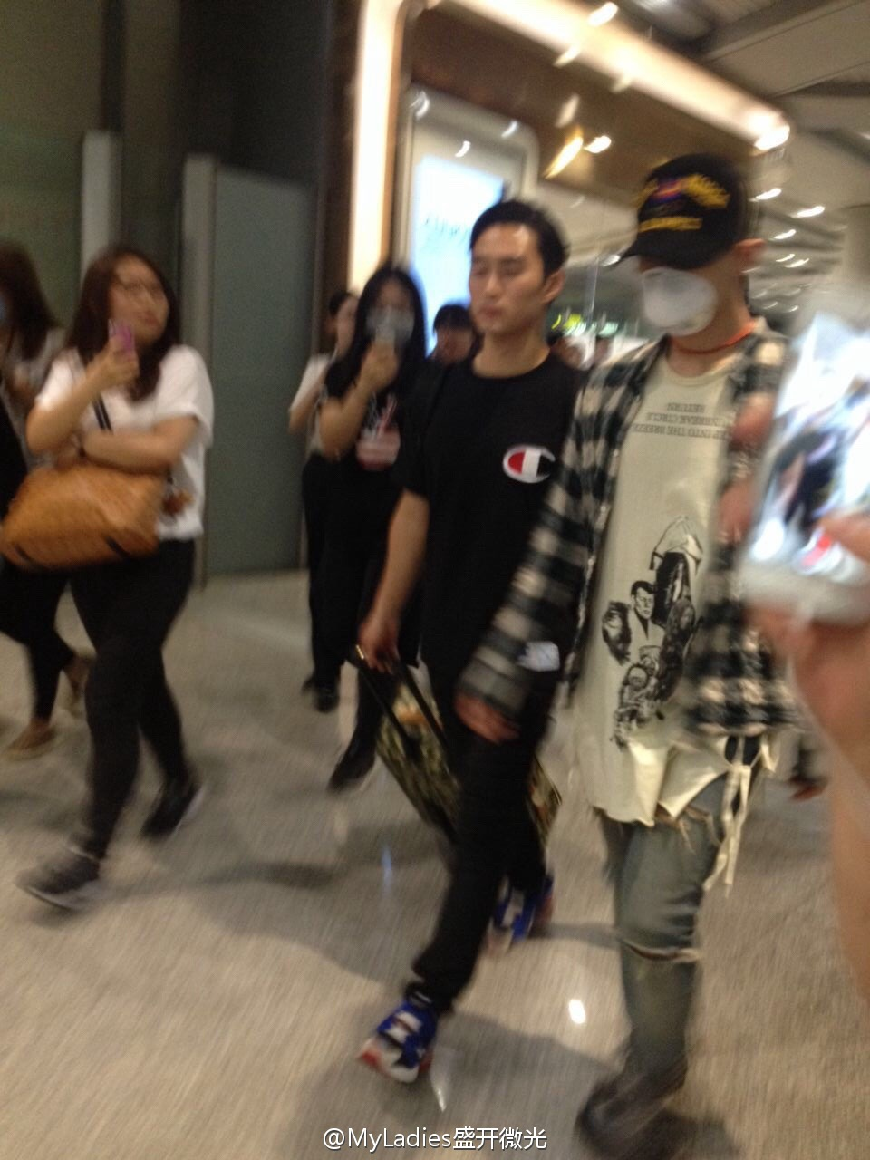 Big Bang - Beijing Airport - 05jun2015 - G-Dragon - MyLadies???? - 01.jpg