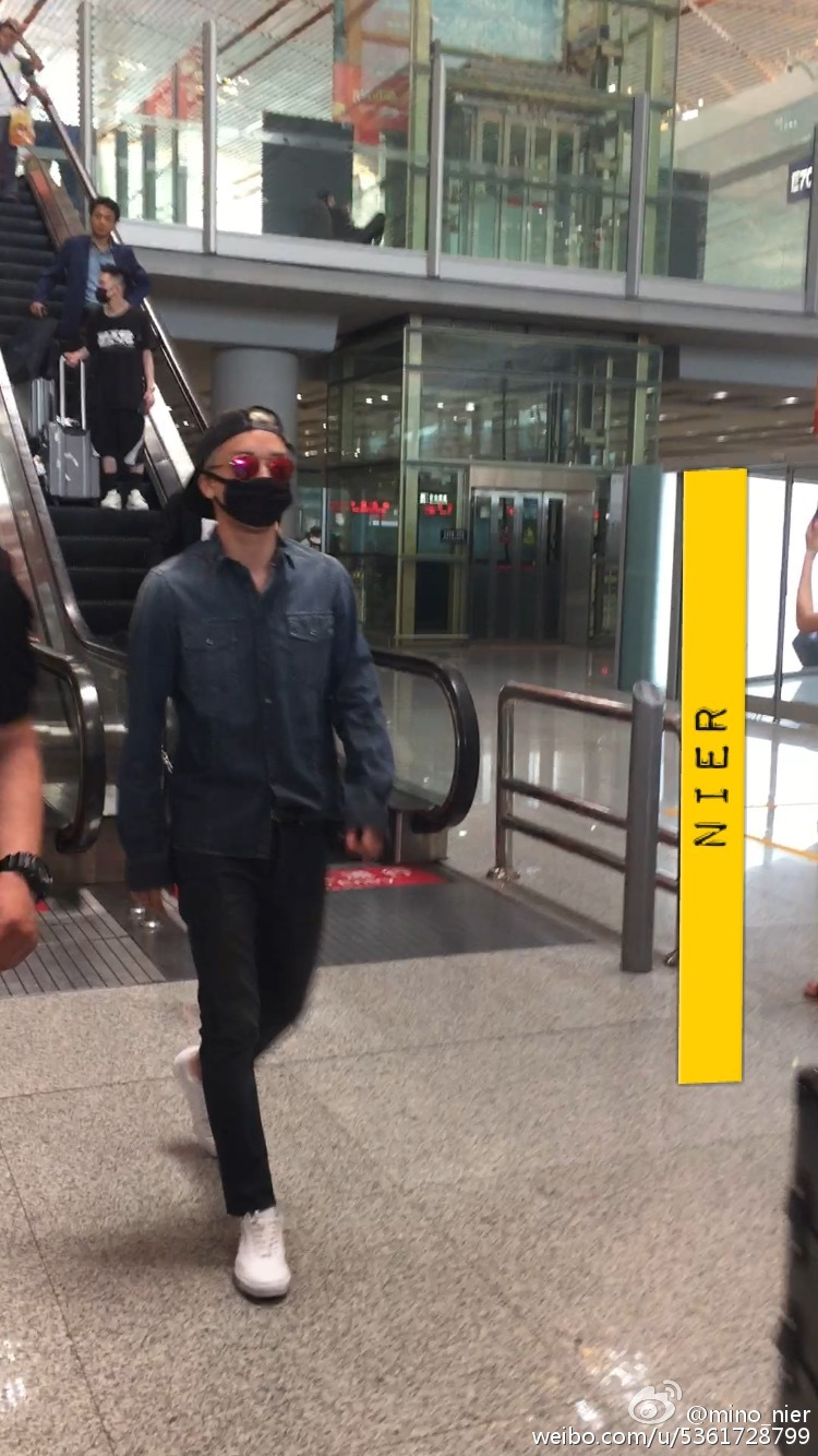 Big Bang - Beijing Airport - 05jun2015 - Seung Ri - mino_nier - 01.jpg