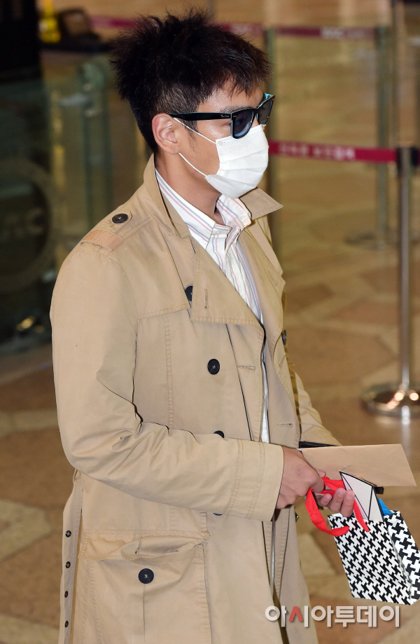 BIGBANG Gimpo Airport to Beijing PRESS 2015-06-05 003.jpg