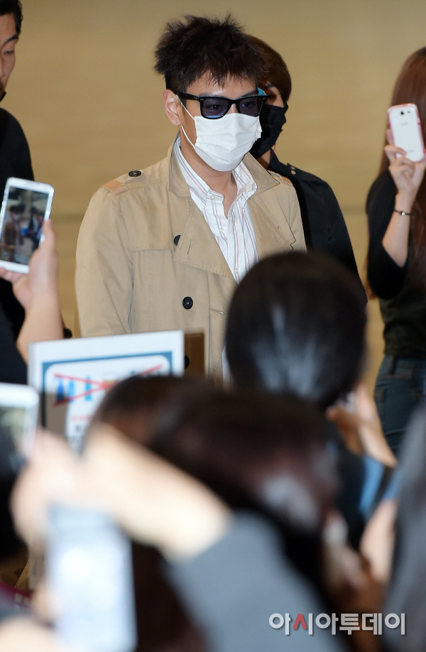 BIGBANG Gimpo Airport to Beijing PRESS 2015-06-05 005.jpg