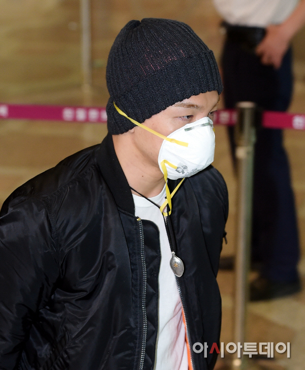 BIGBANG Gimpo Airport to Beijing PRESS 2015-06-05 008.jpg
