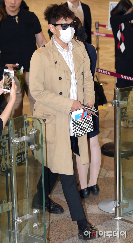 BIGBANG Gimpo Airport to Beijing PRESS 2015-06-05 009.jpg