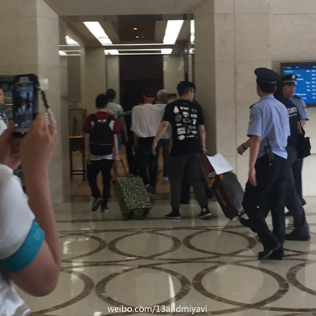BIGBANG leaving Dalian for Wuhan 2015-06-27 153.jpg