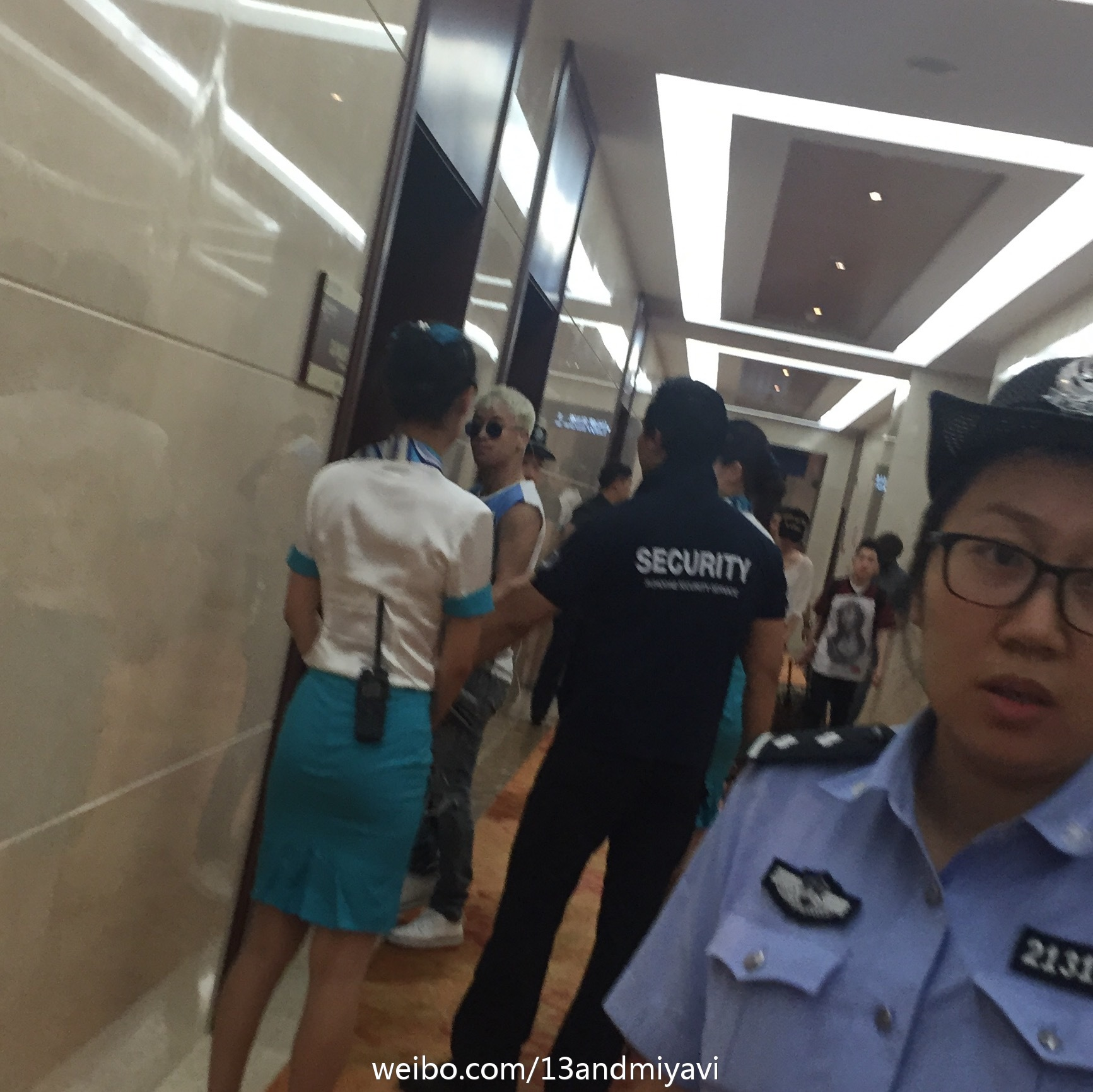 BIGBANG leaving Dalian for Wuhan 2015-06-27 156.jpg