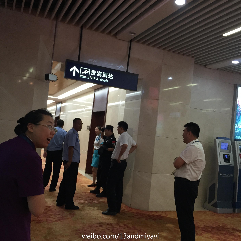 BIGBANG leaving Dalian for Wuhan 2015-06-27 157.jpg