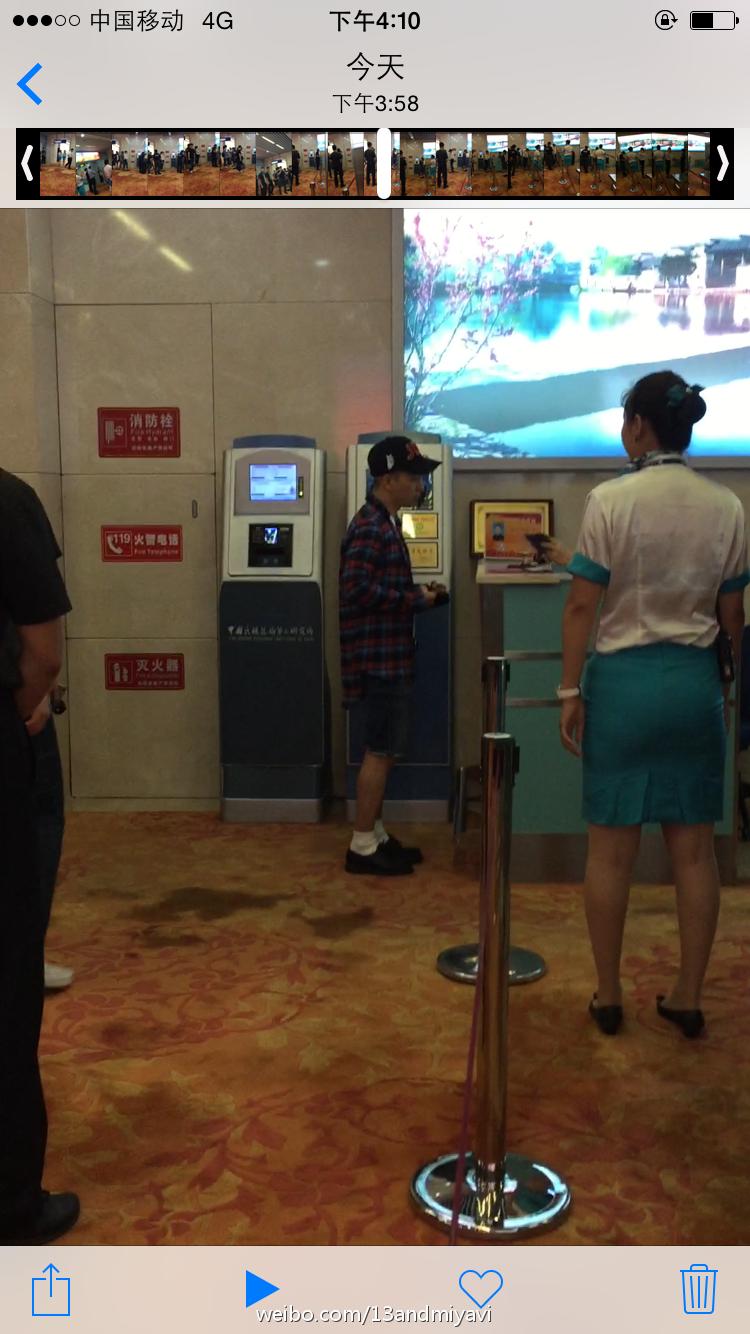 BIGBANG leaving Dalian for Wuhan 2015-06-27 159.jpg