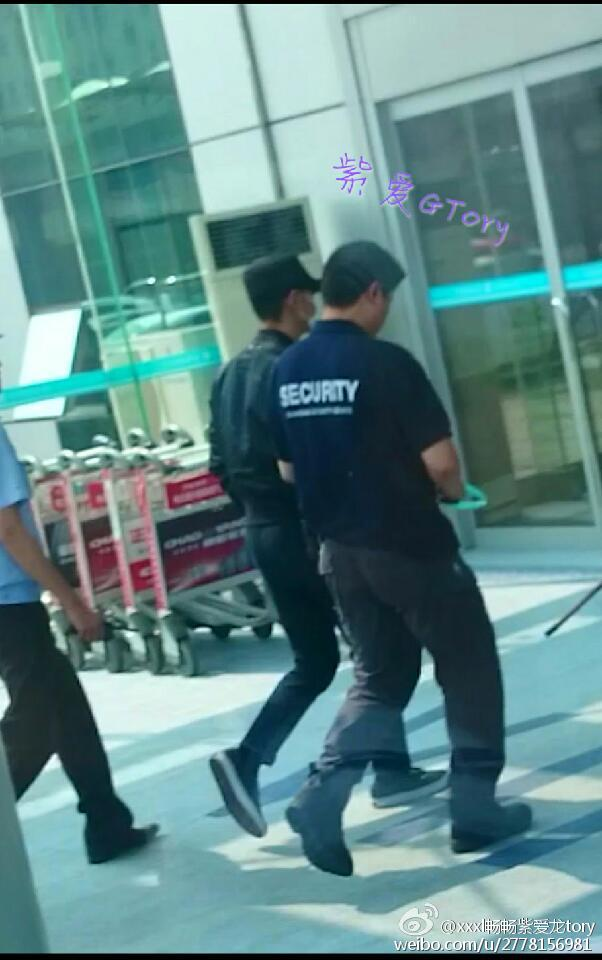 BIGBANG leaving Dalian for Wuhan 2015-06-27 164.jpg