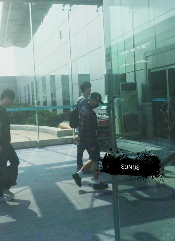 BIGBANG leaving Dalian for Wuhan 2015-06-27 166.jpg