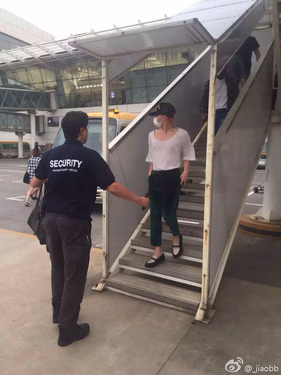 BIGBANG arrival Wuhan 2015-06-26 010.jpg
